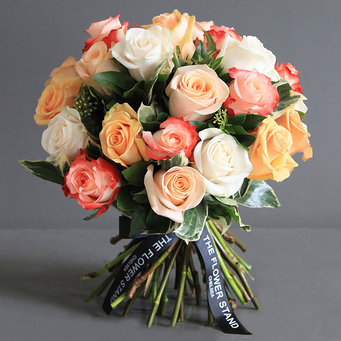 Luxury Bouquet of Peach Ecuadorian Roses | Same Day Flower Delivery
