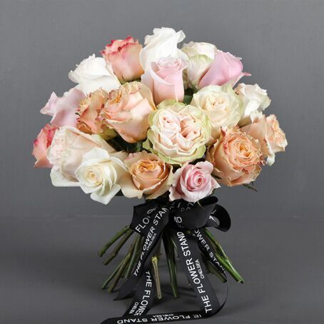 Mixed light ecuadorian rose bouquet