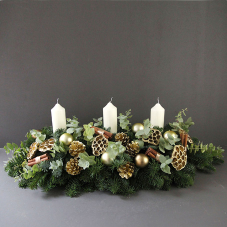 golden christmas table centrepiece