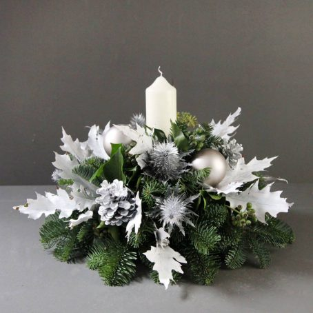 single-white-candle-advent-wreath