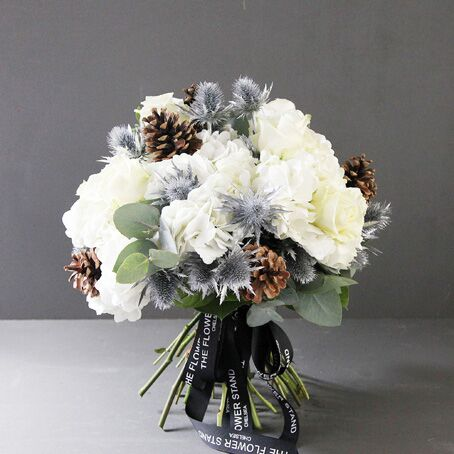 white-christmas-bouquet-gifts-same -day-london